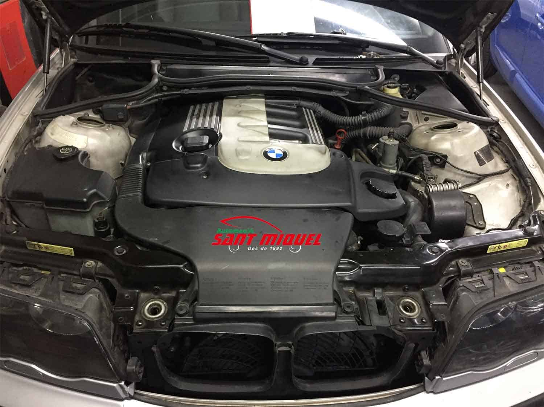 BMW 330d D-306D1 135km 2001 vista del motor completo