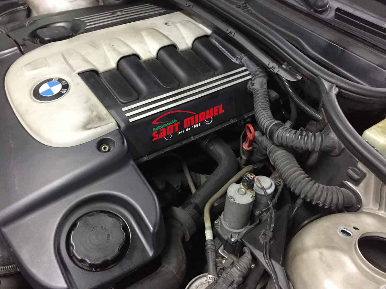 BMW 330d D-306D1 135km 2001 vista bomba de agua eléctrica lateral izquiedo del motor
