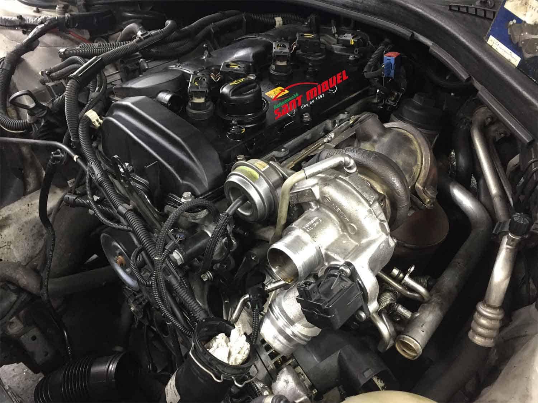 BMW Serie 1 1.6 G-N13B16A 100kw 2013 vista del motor y turbo