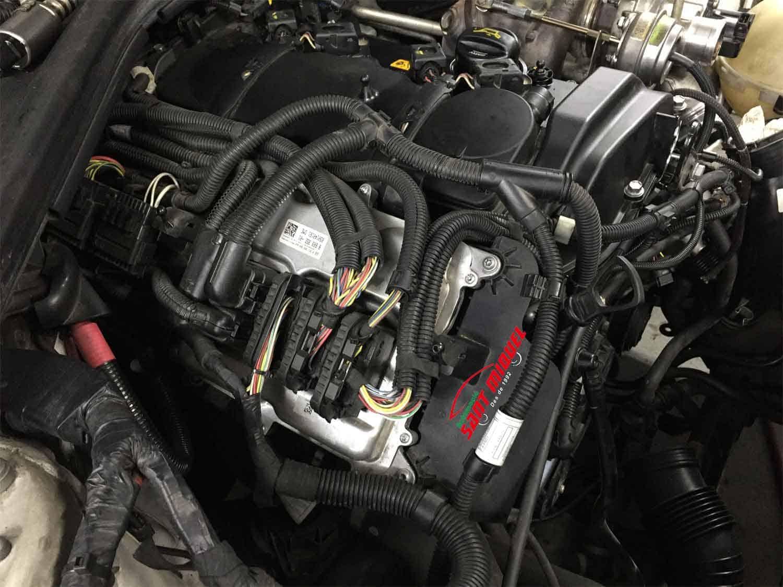 BMW Serie 1 1.6 G-N13B16A 100kw 2013 vista de las unidades de mando de motor